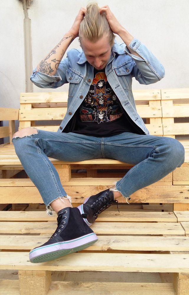 Guns N' Roses Shirt kombiniert in einem cleanen Look
